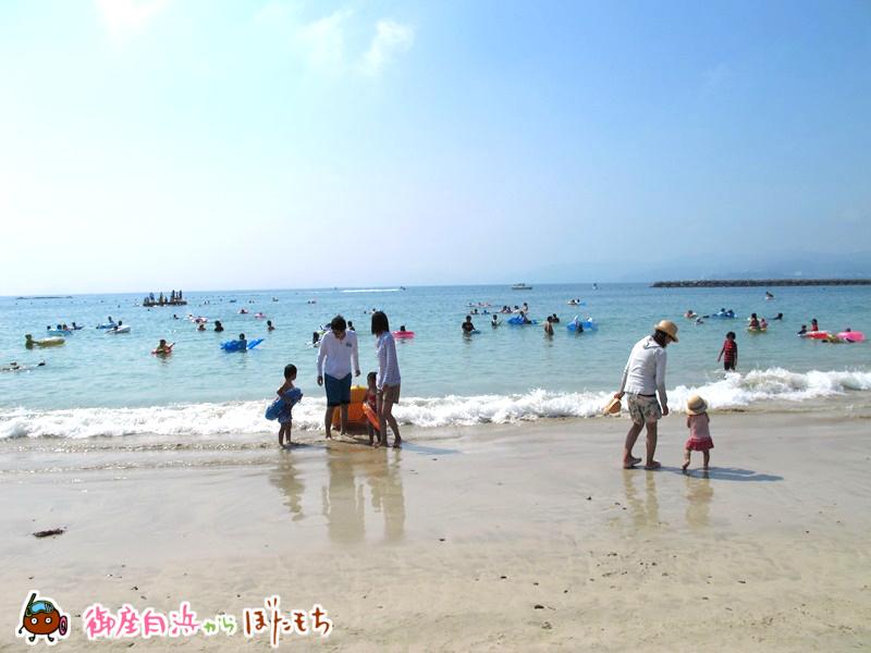 御座白浜海水浴場、ご家族が多いですね。