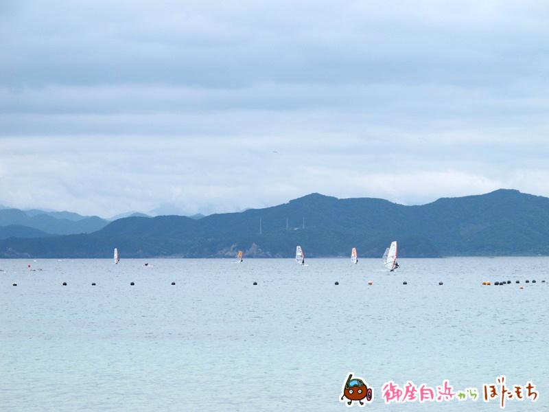 御座白浜海水浴場沖合を走るウィンドサーフィン~その1~